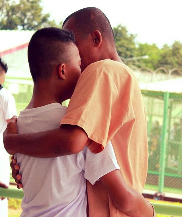 泰童「參觀監獄」遇到親生父親 爸爸淚崩問:會不會讓你丟臉...