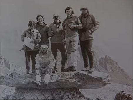 冰封在雪山31年 蘇聯「登山狂姐」凍成木乃伊...運下山親友崩潰:沒想到還等的到你