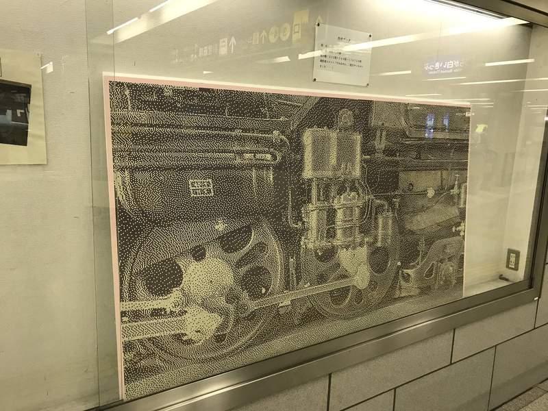 超小剪票紙拼出超美鐵路畫!日神人花「300小時」完成 近看直接密集恐懼症爆炸