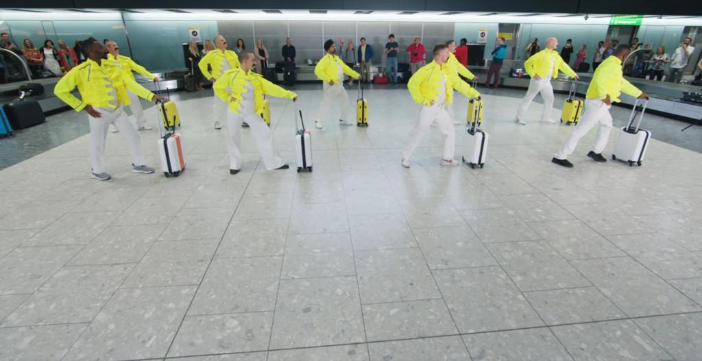 行李搬運工機場大跳「螢光行李舞」 複製舞步向皇后樂團主唱致敬!