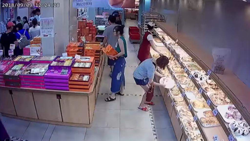 女子逛餅舖當自己家 連搬兩次「把結帳台當空氣」網看傻:最高境界!