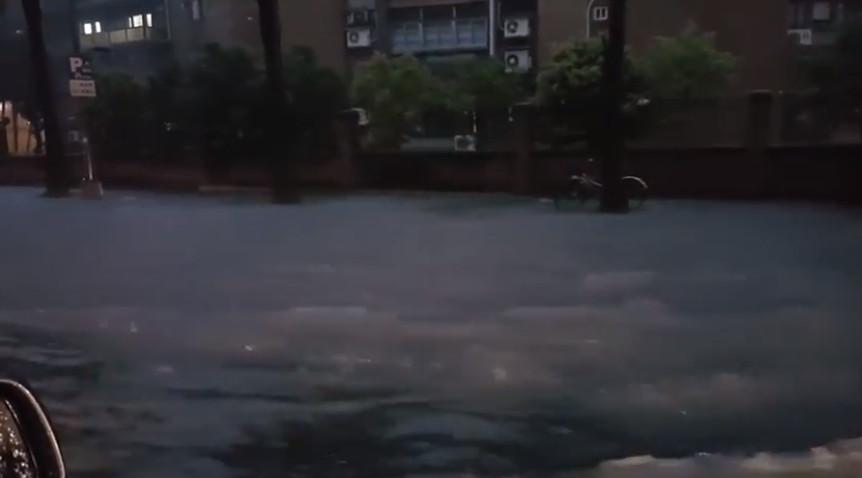 大台北被豪雨狂攻!「基隆路變基隆河」惹民怨:柯文哲不是說不會淹?