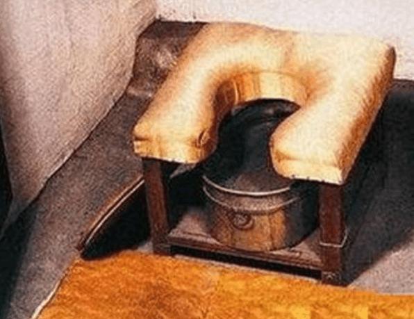 清朝皇帝尿尿有規則!太監「代勞9大步驟」幫扶還要幫甩 一邊大喊:灑龍水~