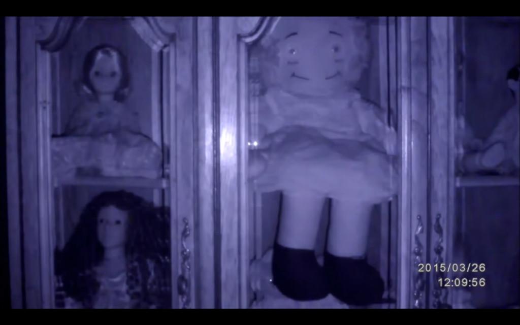 深夜拍娃娃收藏「臉上狂變5種表情」 又笑又氣pupu網發毛:快丟了它!