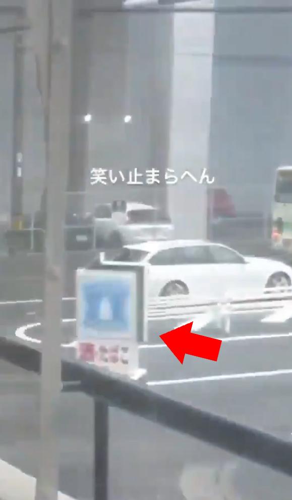 日本強颱「各類靈異現象」出現 無人車「漂泊在風雨中」紅燈竟然還停下!