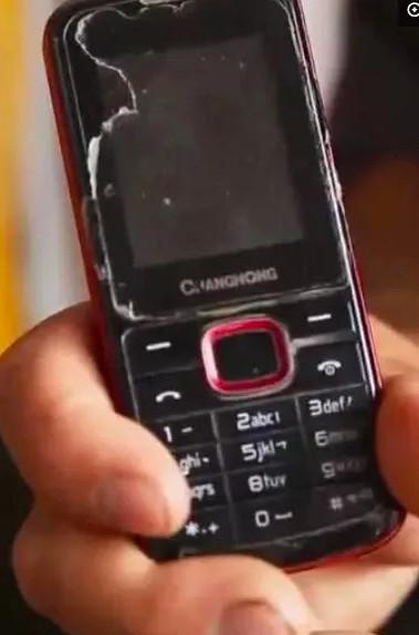 18歲清寒弟「考上清大還要同學通知」 拿出手機的瞬間大家無語:他值得成功!