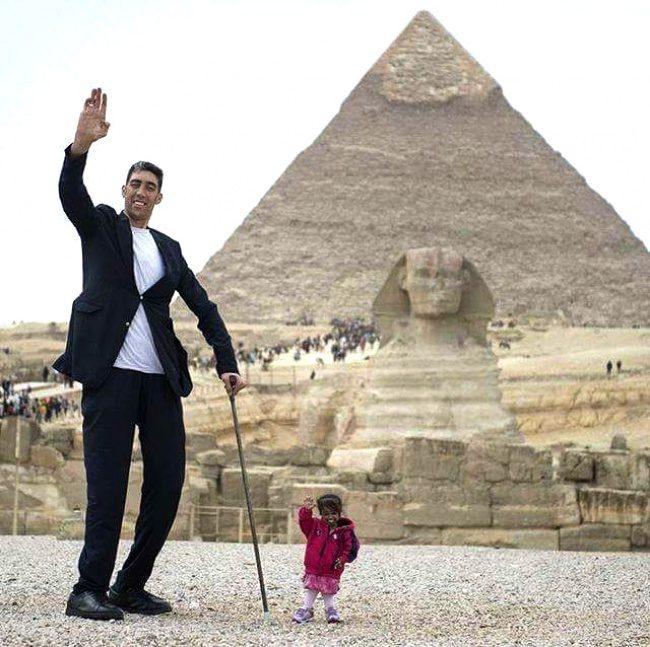 29張讓你忍不住「WOW」的驚奇照片 最高的男人VS最矮的女人!