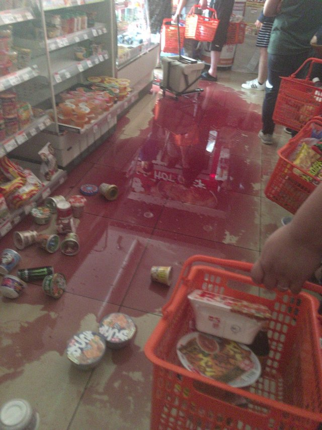 北海道6.7強震!民眾湧進超商狂掃貨:觀光勝地變「難民城」