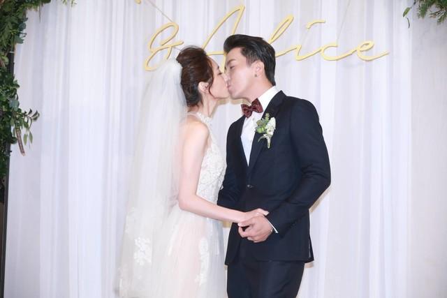 坤達♡柯佳嬿大婚 婚禮被Energy經典歌曲笑翻...都10年了《放手》還跳得起來~