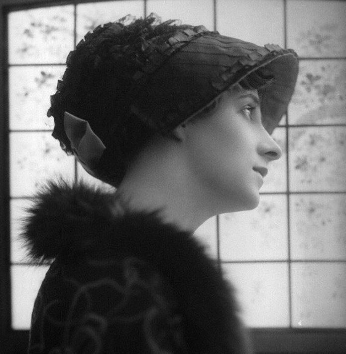 零修圖「100年前」世人公認的美女 戰鬥民族辣妹最後卻「直接被強迫結束生命」