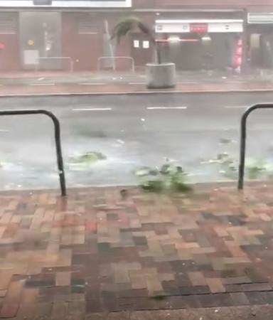 颱風山竹/香港大樓「大幅度擺動」畫面流出!網友全嚇壞:好像快倒了...