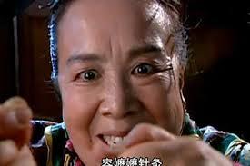 嫻妃貼身宮女「容珮」超毒辣 粗針穿耳根本招牌技...因為她就是最後的容嬤嬤啊~