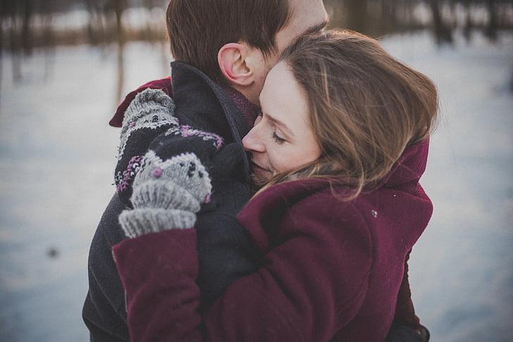 遠距離貓情侶重逢!貓皇忍不住「狂抱抱」老婆大人 網友笑噴:跟男友收假時好像~