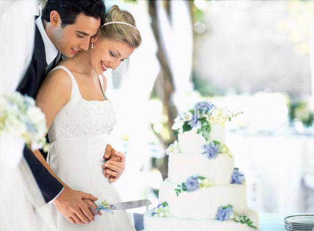 超機車新娘規定所有女賓客「婚禮不准穿裙子」才能參加 網友:她很可憐