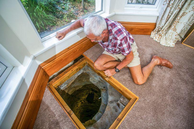 裝修發現客廳地下「有神祕大洞」 好奇夫婦開挖6個月結果卻令人失望