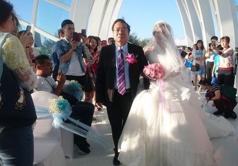 真的是國民把拔!廖峻手牽新娘「走人生最後一哩路」 新人淚崩:我的夢圓滿了
