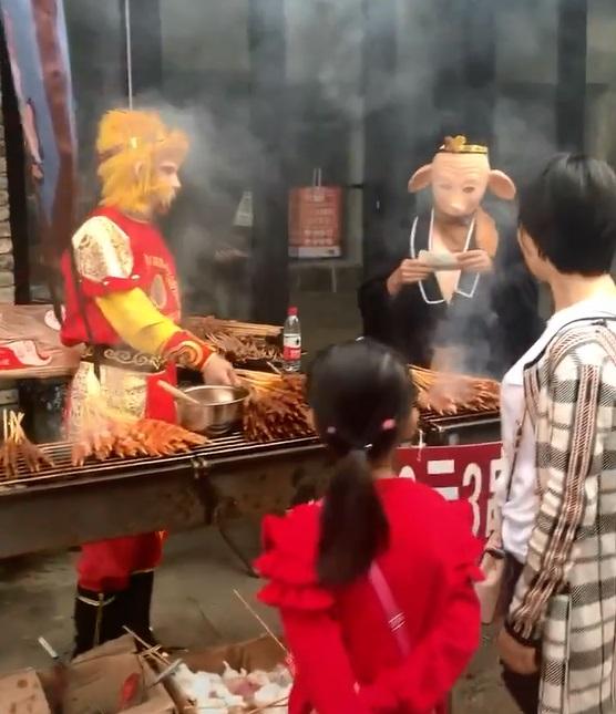 孫悟空聯合豬八戒開店!路邊大賣「唐僧肉」討生活 網笑:肉質應該偏乾柴