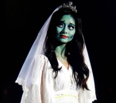 毀形象100%Cosplay!經紀公司超狠 周子瑜「地獄新娘」打扮上台...肥宅還是好嗨:卡哇伊餒~