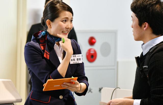 羽田機場「空姐顏值大慘輸」 最美地勤被搜出...5000網友瘋狂:日版子瑜啊♡