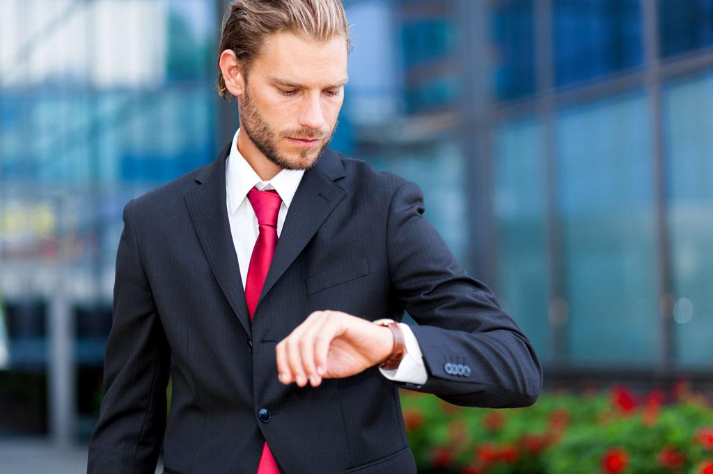 8個「不小心就看透別人內心」的心理學小秘訣 看手錶就知道有沒有人喜歡你!