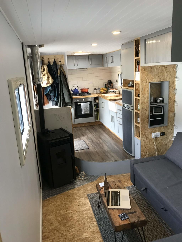 年輕情侶花14萬買入舊貨車 完美改造成「豪華6星級飯店」不用再買房子啦!