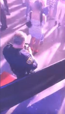 警察演唱會上「偷拍女生屁股」 全程都被後面民眾拍下:你完蛋了!