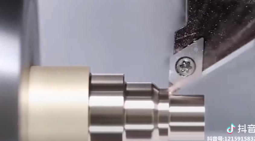 1mm完美雕刻!超療癒機器「削金屬像在切豆腐」 削掉瞬間全身都舒坦了~
