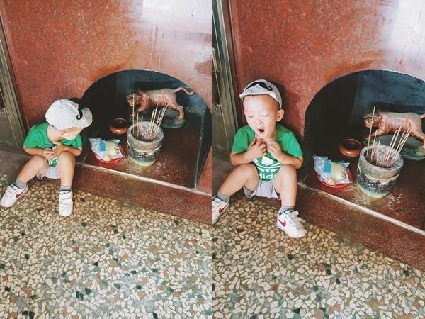 蹲虎爺旁邊用眼神施壓「爺爺吃飽了沒?」 小萌弟等30分鐘終拿聖杯:人家肚子餓扁了啦~