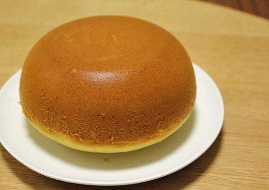 小資女用電鍋做蛋糕!打開驚見「巨大杏鮑菇妖怪」黏在鍋蓋:說好的無腦料理呢...