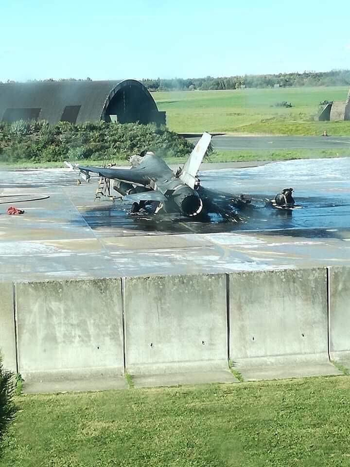 空軍史上最糗!F 16戰機「14億空中之王燒成焦黑鋼板」 以為敵軍入侵竟是豬隊友按錯鍵