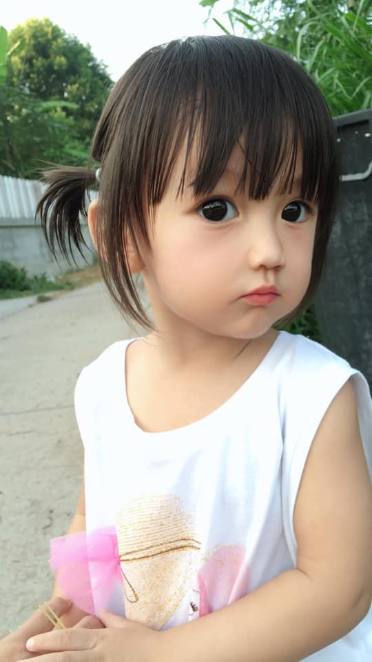 萌娃不科學美貌被讚「東方芭比」 爆紅後媽媽卻自己打臉:都是假的!