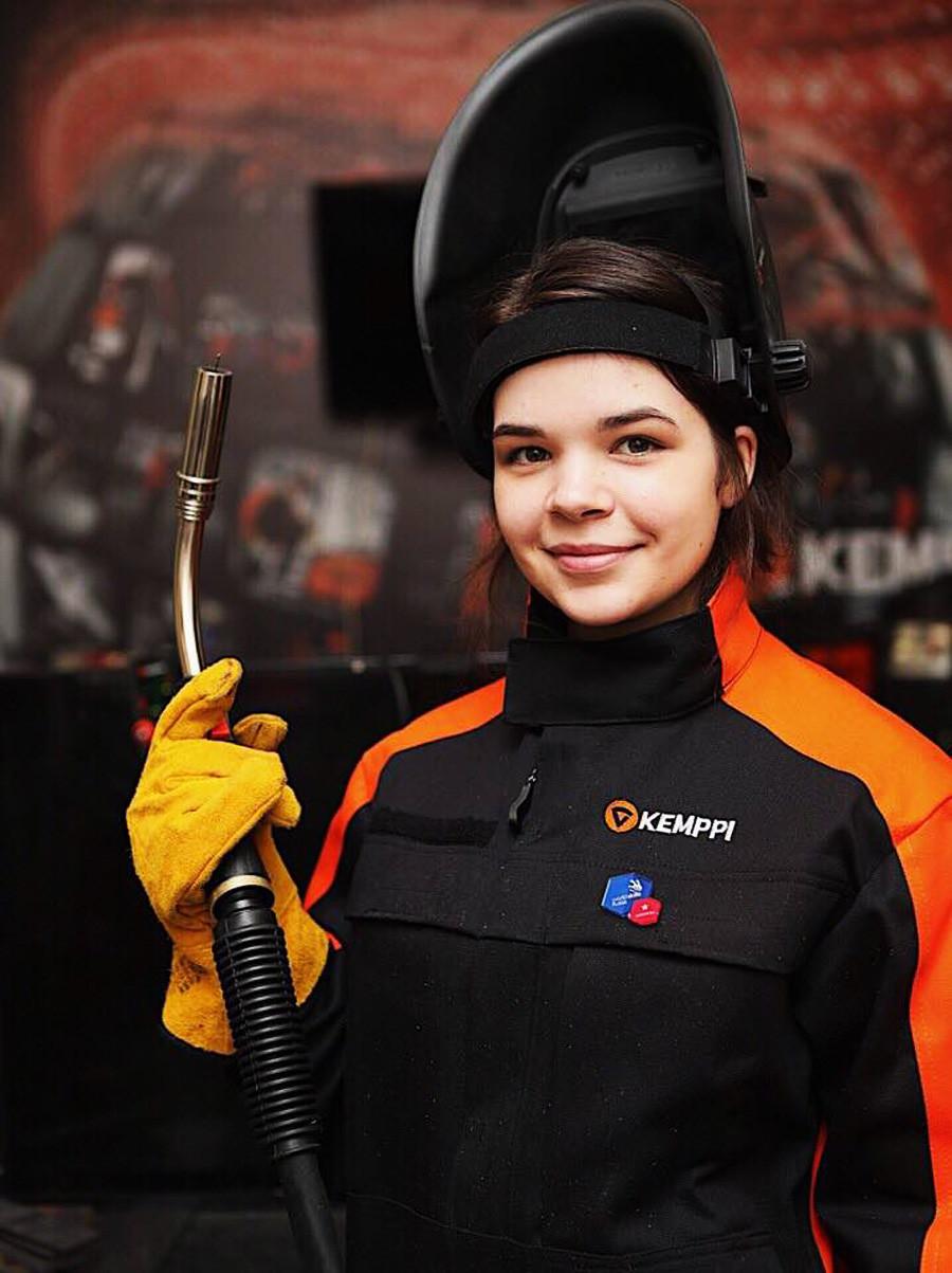 全球最美焊工!19歲女孩打敗所有男生 奪「俄羅斯焊接冠軍」帥到讓人戀愛♥