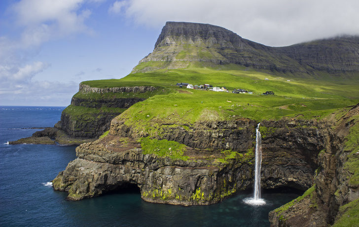16幢「世界上最邊緣」的建築物 整座山只住你一個人:買東西要開船了吧?