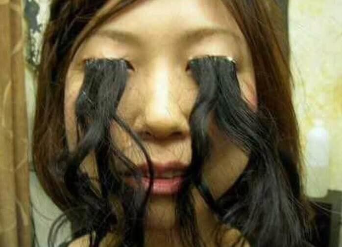 超纖長睫毛「超越漂亮極限」 毛囊一路長毛到下巴...梳開瞬間網友作噁:這我不行