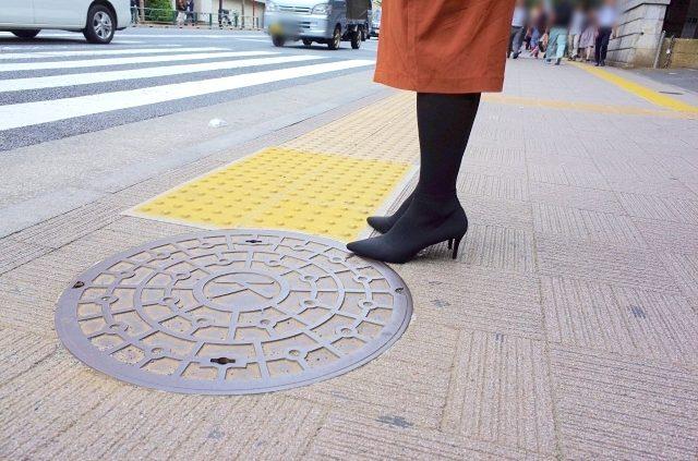 日記者打扮成女生!剛到街上就意識到「當女生的崩潰」:原來到處都是陷阱