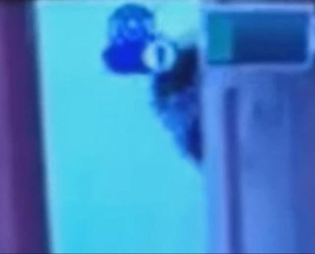 安娜貝爾片/老爸測試錄影機拍寶寶 猛一抬頭驚見「嬰孩靈」探頭打招呼...整台機器變震動模式!
