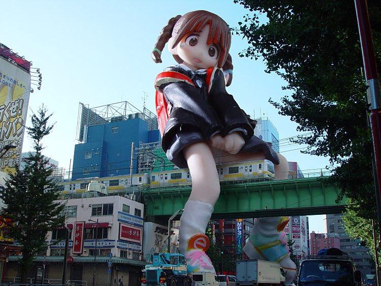 老外特地去秋葉原朝聖「巨大少女雕像」 到現場問路人後心碎