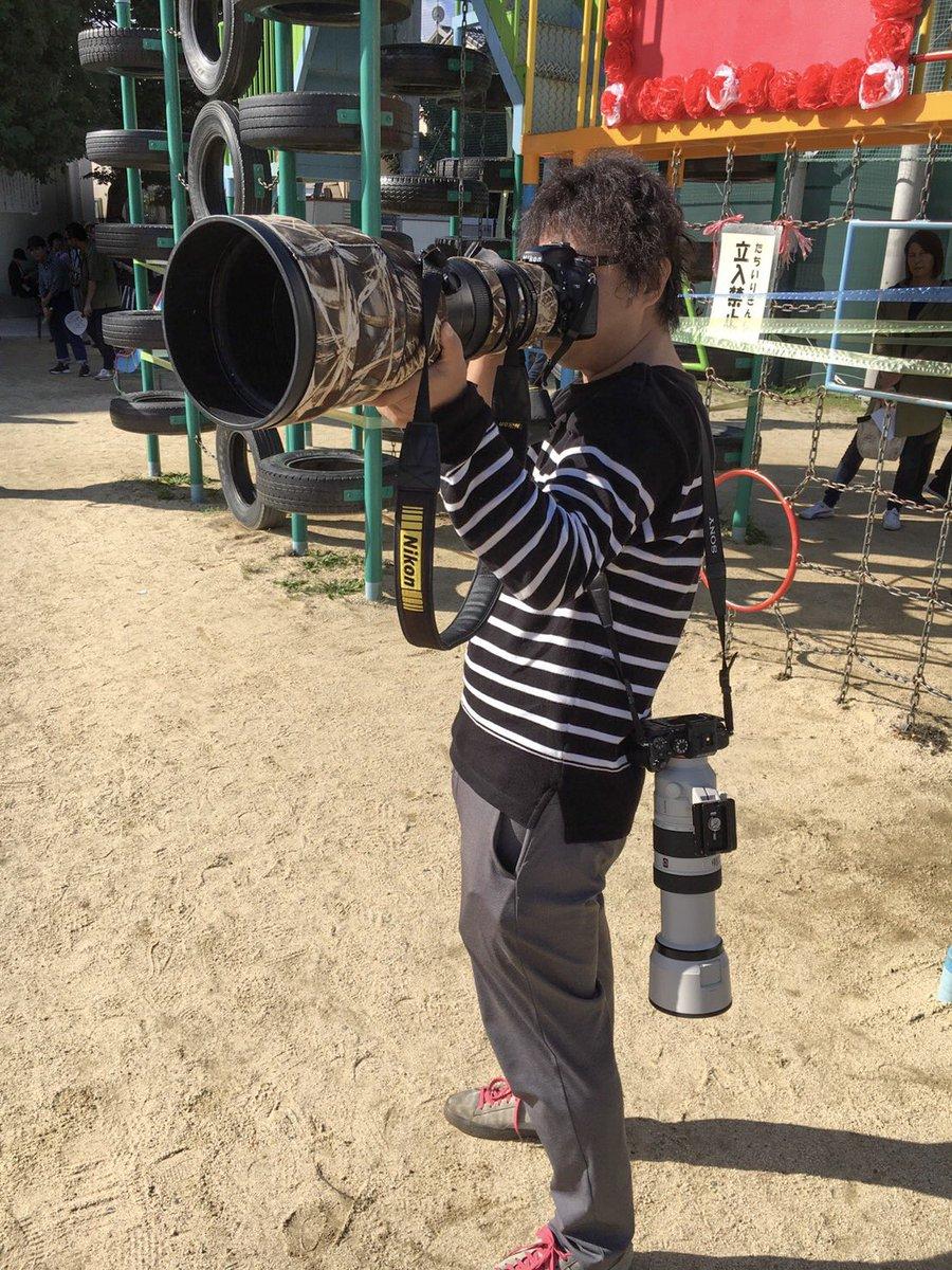 運動會帥一波!老爸去年帶單管重砲 今年背「火箭筒相機」震懾全場:我才是焦點~