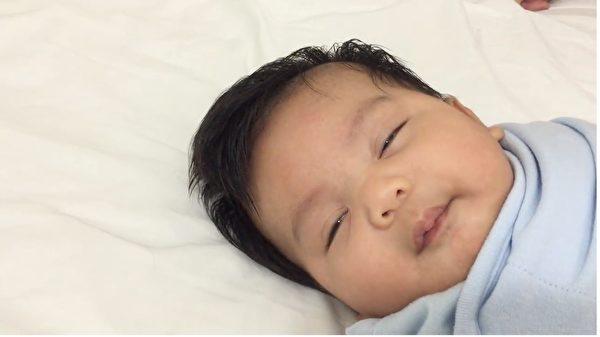 新手爸上育嬰課中...下秒卻失手「寶寶頭變全壘打」一路飛上天:孩子...我對不起你QQ