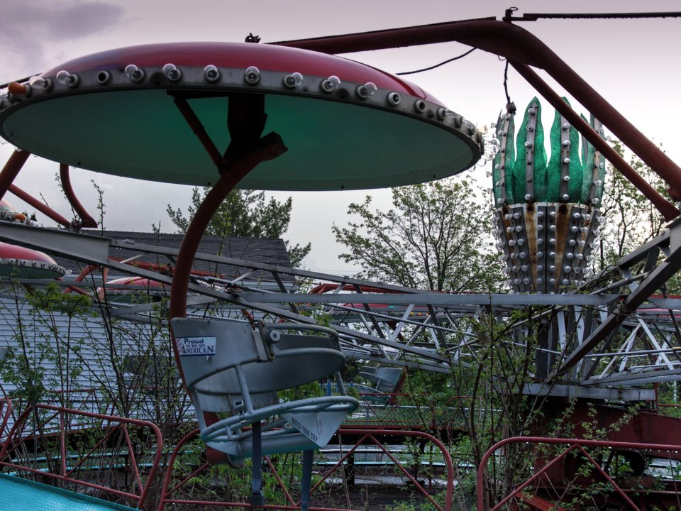 攝影師實地拍攝「5大廢棄遊樂場」 迪士尼水上樂園的廢墟感只有驚悚...