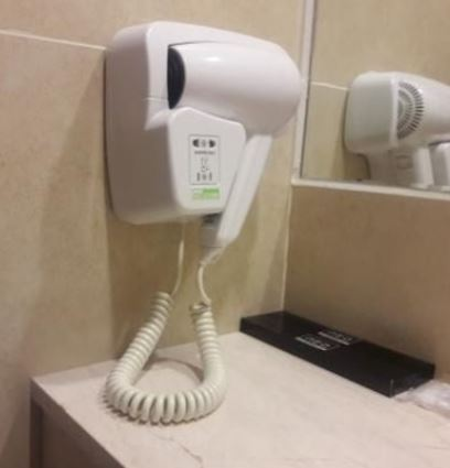 常按到拇指抽筋還不是最糟 專家驚曝「旅館吹風機握把」骯髒程度=手放進馬桶裡嚕!
