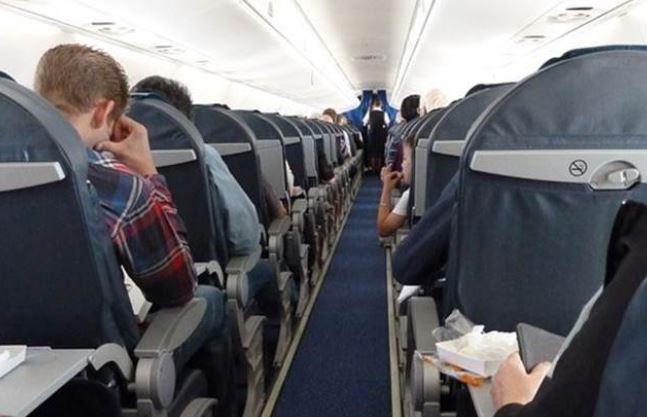 富少都是屁孩化身?上飛機命令「把酒全打開喝一輪」 下次買機票直接被拉黑!