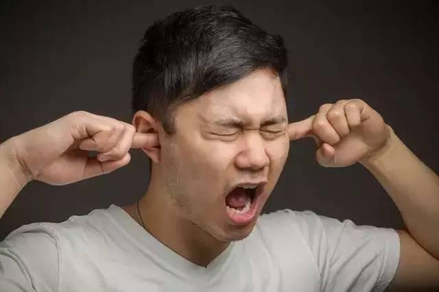聽到咀嚼聲「腦袋警鈴」就瘋狂響不停 「恐聲症」讓你忍不住耍孤僻:嘖嘖聲真的好噁心...