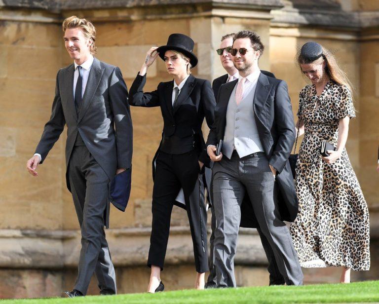 挑戰傳統!超模卡拉「帥氣中性西裝」出席皇室婚禮 超帥燕尾下擺讓網戀愛:想嫁給她♥