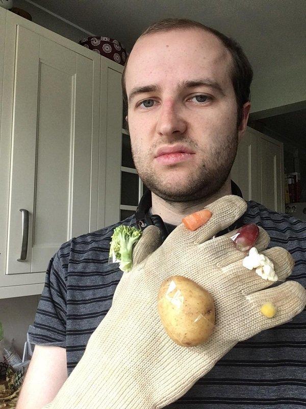 16張「0預算卻完美複製」的Cosplay神技巧 買不起無限手套就用馬鈴薯充數吧~
