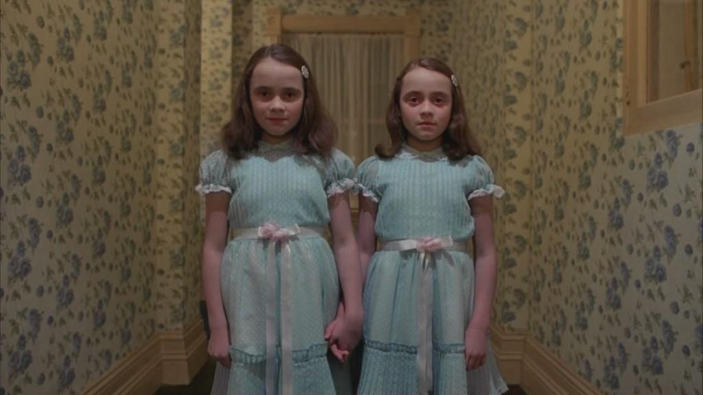 那就是分身靈!跟哥哥吵架完 卻看到「另一個自己」走下樓梯:一樣的臉,卻有從沒見過的笑容...