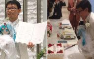公務員被女前輩嚇到恐女 10年後甜笑「和初音未來結婚」...39名親友見證超浪漫♥