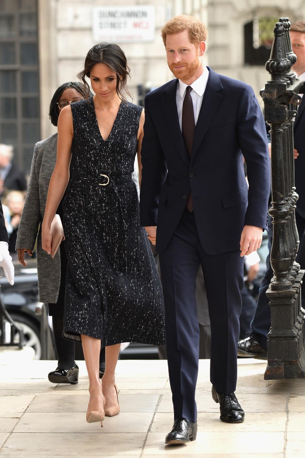 梅根「服裝問題」意見最多 女王氣炸教訓:皇室女人可以別穿得像好萊塢明星嗎?