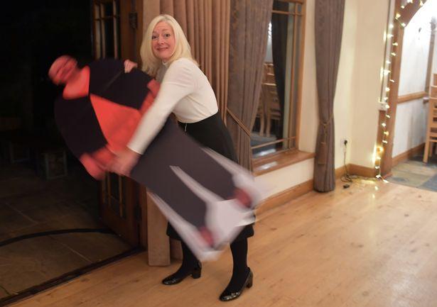 出國要「買3個機位」 才擠得下 阿姨「狂甩63公斤」變美魔女!