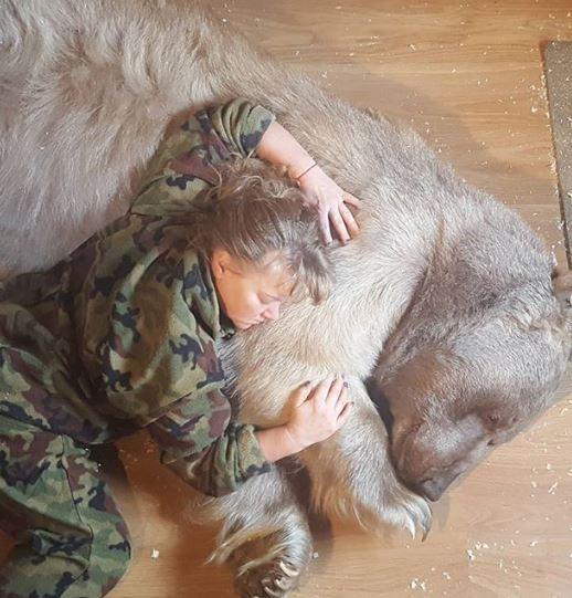 22種超酷的「怪奇寵物」顛覆你的想像 養北極熊工作絕對不是只有撿屎而已!